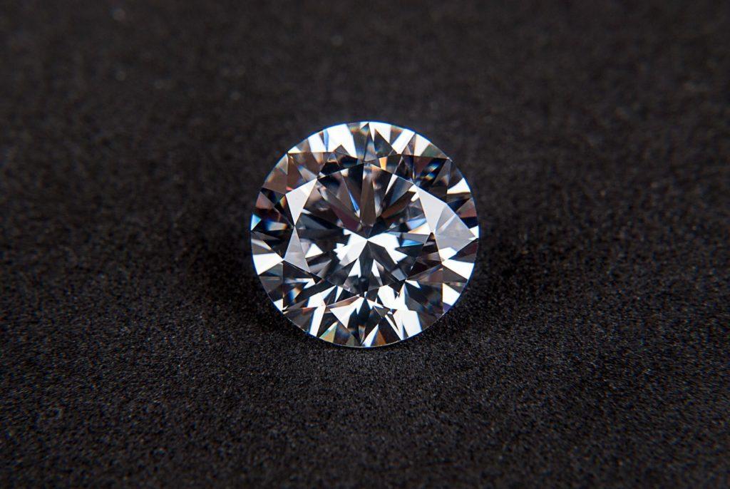 ダイヤモンドが、最も本領発揮するのは〇〇の上